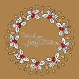 Grinalda floral do Natal com baga do azevinho Fotos de Stock Royalty Free
