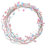 Grinalda simples do feriado dos galhos secados e de pérolas coloridas com uma curva Fotos de Stock Royalty Free