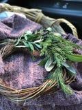 Grinalda simples orgânica do Natal fotografia de stock royalty free