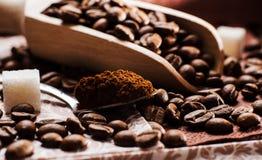 grinded的咖啡 匙子地面coffe 库存图片