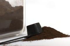 grinded kaffe Arkivfoton