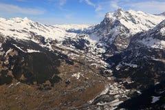 Grindelwald con le montagne svizzere Swit delle alpi di Wetterhorn Mittelhorn Fotografie Stock Libere da Diritti