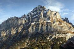 Grindelwald e le alpi di Wetterhornin del supporto si avvicinano alla città di Interlaken, Svizzera Fotografia Stock Libera da Diritti