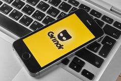 Grindr app en el iPhone 5s Fotos de archivo libres de regalías