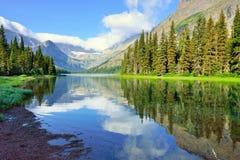 Grinnell冰川足迹的高山湖约瑟芬在冰川国家公园 免版税图库摄影