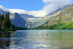 Grinnell冰川足迹的高山湖约瑟芬在冰川国家公园 免版税库存照片