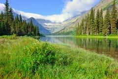 Grinnell冰川足迹的高山湖约瑟芬在冰川国家公园 库存照片