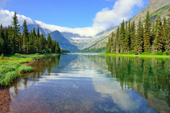 Grinnell冰川足迹的高山湖约瑟芬在冰川国家公园 库存图片