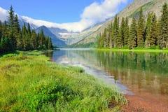 Grinnell冰川足迹的高山湖约瑟芬在冰川国家公园 免版税库存图片