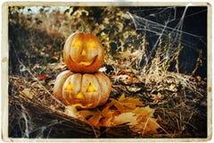 Grinsende Kürbislaterne oder Steckfassung-o& x27; - Laterne ist eins der Symbole von Halloween stockbilder