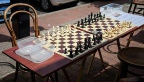 GRINSTEAD DEL ESTE, SUSSEX/UK DEL OESTE - 17 DE JUNIO: Tableros de ajedrez en el S Foto de archivo libre de regalías
