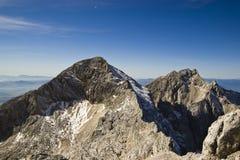 Grintovec和Kocna,卡姆尼克萨维尼亚河阿尔卑斯 库存图片