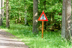 grintweg in de zomerplatteland Stock Foto