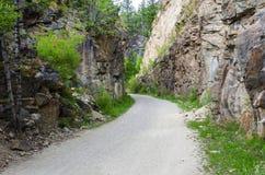 Grintweg door een Kloof royalty-vrije stock fotografie