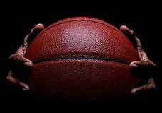 Gripa för för basketcloseup och hand arkivbild