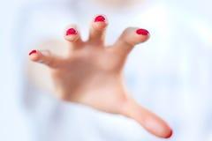Gripande hand royaltyfria foton