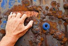 gripande handpanel för fartyg som rostar till arkivfoton