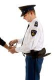 gripande som gör mannen att förse med polis Arkivbilder
