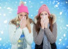 Grippe de l'hiver d'éternuement image stock