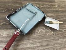 Gris-clair royal d'outils de peinture de mur photographie stock
