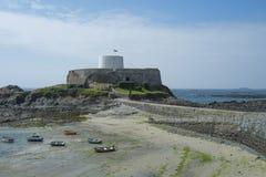 Gris de fort sur Guernesey images stock
