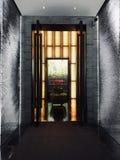 Gris y puerta imagen de archivo libre de regalías