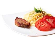 Griskött med pasta Royaltyfri Foto