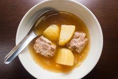 Griskött Rib Soup Arkivfoto