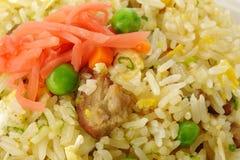 Griskött stekte ris med ärtor Royaltyfri Bild