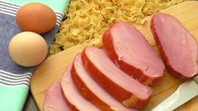 Grisköttbacon, en ingrediens för att laga mat lager videofilmer