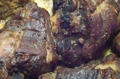 Grisköttben som dras tillbaka med kål och äpplen Royaltyfria Bilder