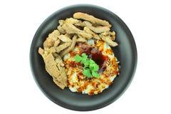 Grisköttbiff med ris som isoleras på vit bakgrund Royaltyfria Foton