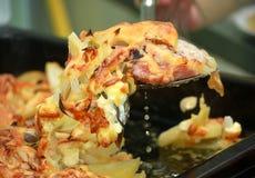 Grisköttkött med potatisar och ost Fotografering för Bildbyråer