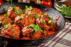 Grisköttköttbullar med kryddig tomatsås Royaltyfri Fotografi