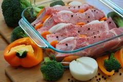 Grisköttstöd som är förberedda för att laga mat Fotografering för Bildbyråer