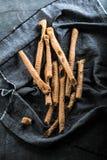 Grissini -传统意大利咸面包棒洒了与 图库摄影