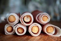 Grissini de las barras de pan con el jamón de prosciutto Imagen de archivo