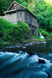 Gristmill στο μύλο κολπίσκου κέδρων στο Όρεγκον στοκ φωτογραφία με δικαίωμα ελεύθερης χρήσης