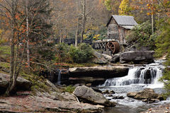 Gristmill in autunno fotografia stock libera da diritti