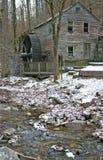 Gristmill velho e córrego Imagens de Stock