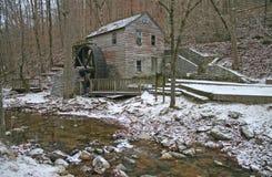 Gristmill velho e córrego horizontais Imagem de Stock Royalty Free