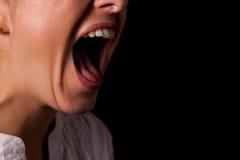 Gritando o close up da boca da mulher Foto de Stock Royalty Free