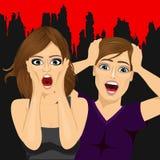 Gritar assustado dos pares terrificado em um partido da noite do Dia das Bruxas ilustração stock