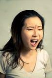 Gritaria da jovem mulher Imagem de Stock