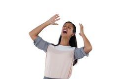 Gritaria da mulher de negócios contra o fundo branco fotos de stock