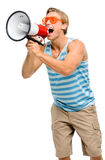 Gritaria engraçada do homem no megafone isolado no fundo branco fotografia de stock