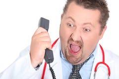 Gritaria irritada do doutor Foto de Stock