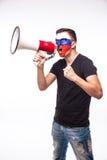 Grite no fan de futebol do russo do megafone no apoio do jogo da equipa nacional de Rússia Fotos de Stock