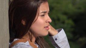 Griterío adolescente preocupado de la muchacha Imagen de archivo libre de regalías