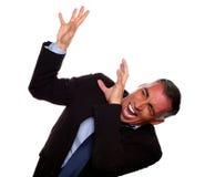 Griterío ejecutivo emocionado con las manos para arriba Imagen de archivo libre de regalías